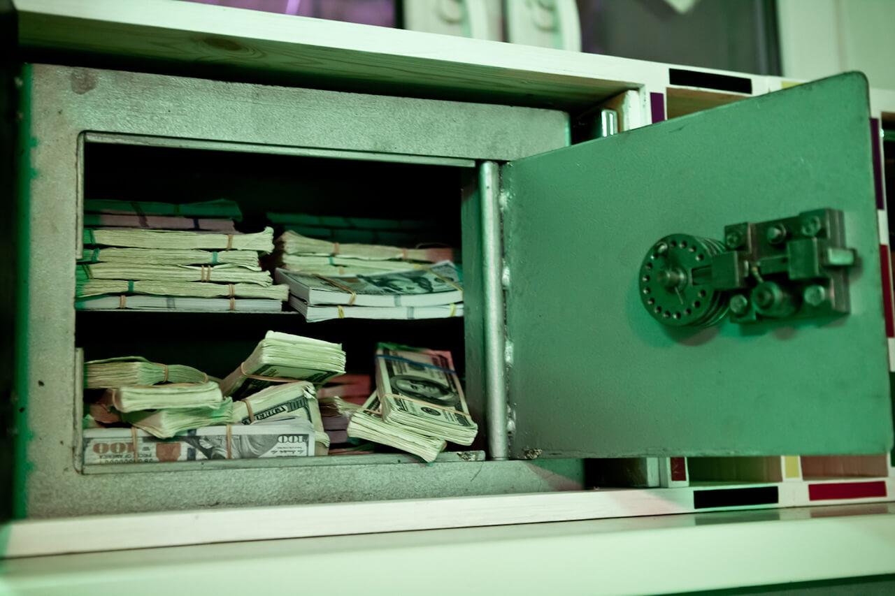 2 Фото квест комнаты Карты, деньги, два ствола в городе Киев